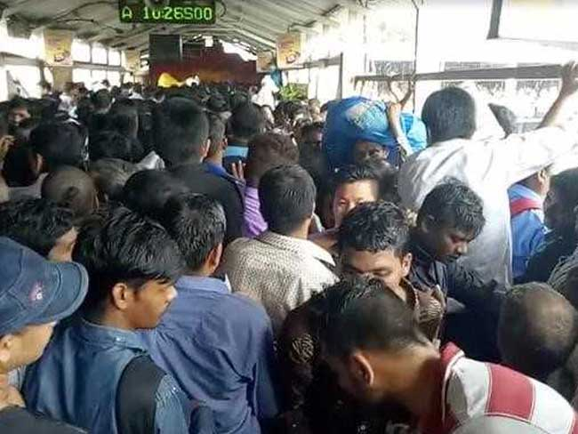 elphinstone-station-mumbai-stampede_650x488_61506677138