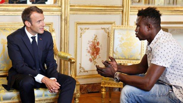 Grassma Macron france paris