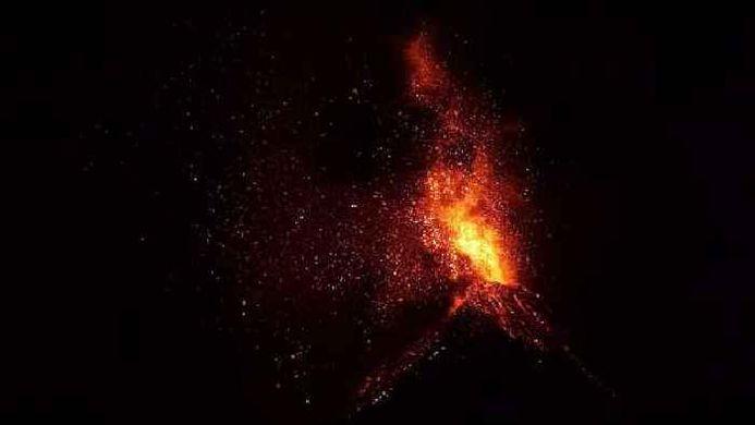 Guatemala-Volcan-De-Fuego-Erupts-in