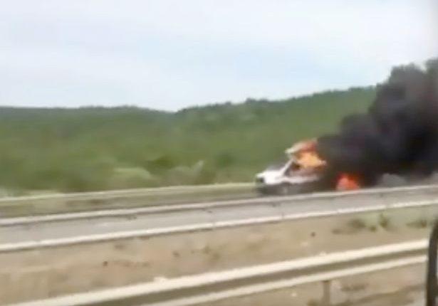 Emergencia en vivo | Tanque de oxígeno explota en la parte trasera de una ambulancia, muere un bebé imagen 4