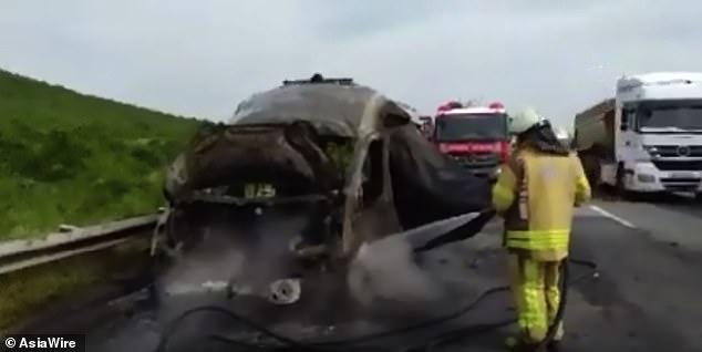 Emergencia en vivo | Tanque de oxígeno explota en la parte trasera de una ambulancia, muere un bebé imagen 1