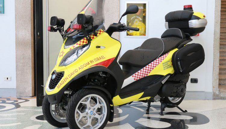 motorcycle paramedic piaggio mp3 1
