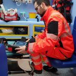 Avarinis tiesioginis | Greitosios medicinos pagalbos uniforma Europoje. Dėvėkite ir palyginkite gelbėtojų bandymą 7 vaizdas