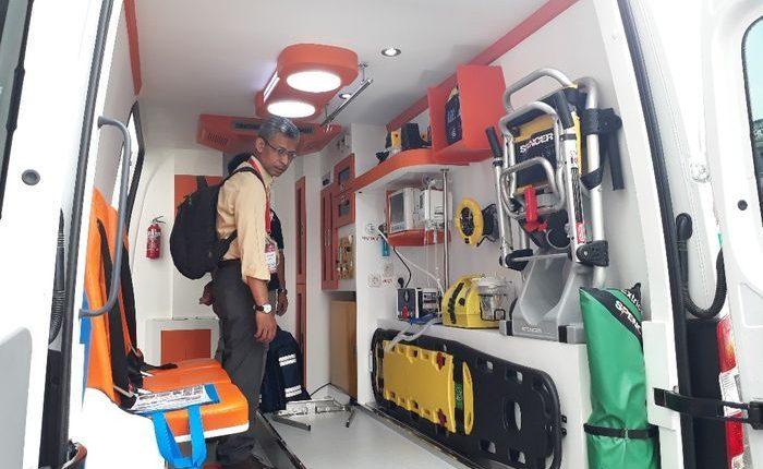 Emergencia en vivo | Descubriendo equipos y soluciones dentro de una ambulancia en Indonesia imagen 4