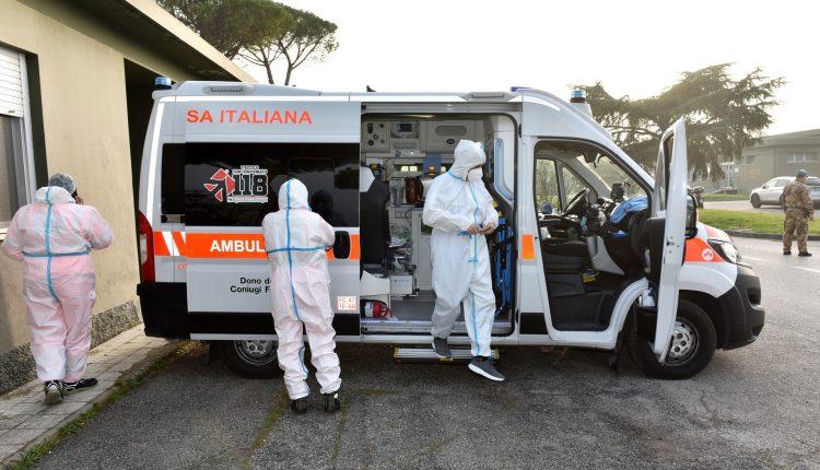 COVID-19, paciente en estado grave transportado en biocontención por helicóptero Air Force HH-101 GALERÍA DE FOTOS 3