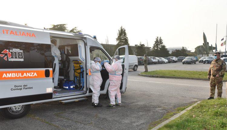 COVID-19, paciente en estado grave transportado en biocontención por helicóptero Air Force HH-101 GALERÍA DE FOTOS 4