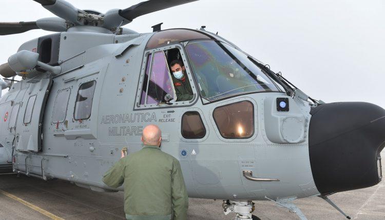 COVID-19, paciente en estado grave transportado en biocontención por helicóptero Air Force HH-101 GALERÍA DE FOTOS 12